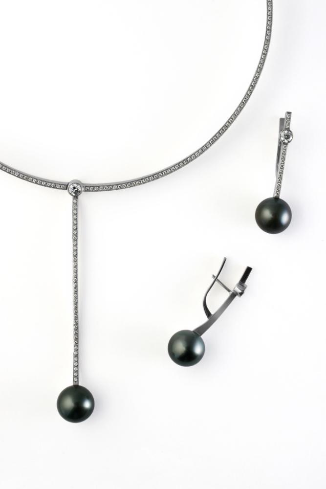 колье и серьги с чёрным жемчугом