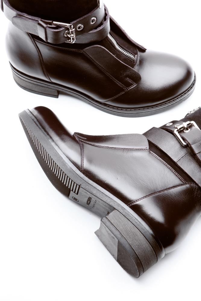 кожаные ботинки на белом фоне, Flat Lay