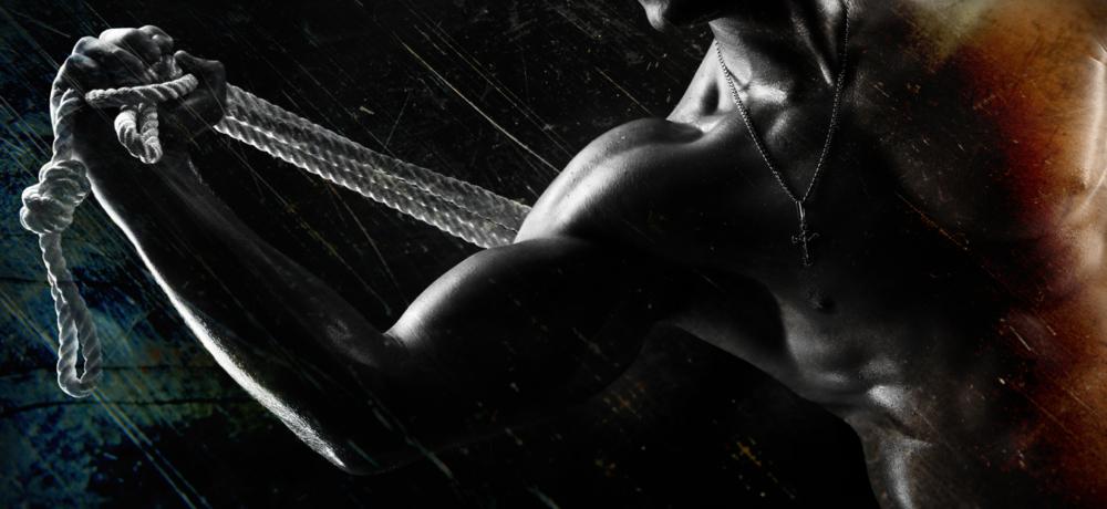 мужское спортивное тело, мускулы, бицепсы, сила и вера