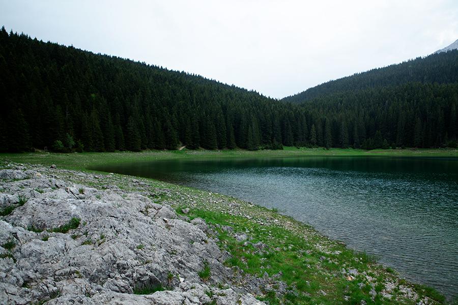 горное озеро в Черногории